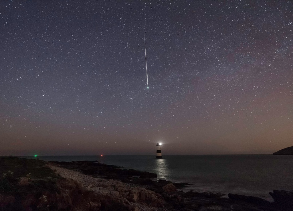 Image of 2015 Lyrid Meteor Shower, to illustrate post on life and the 'zinc spark' of life.